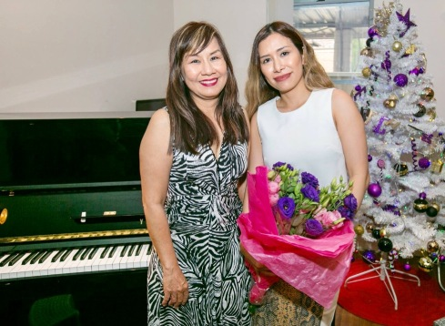 Julia Hoang (left) - Qualified Piano Teacher